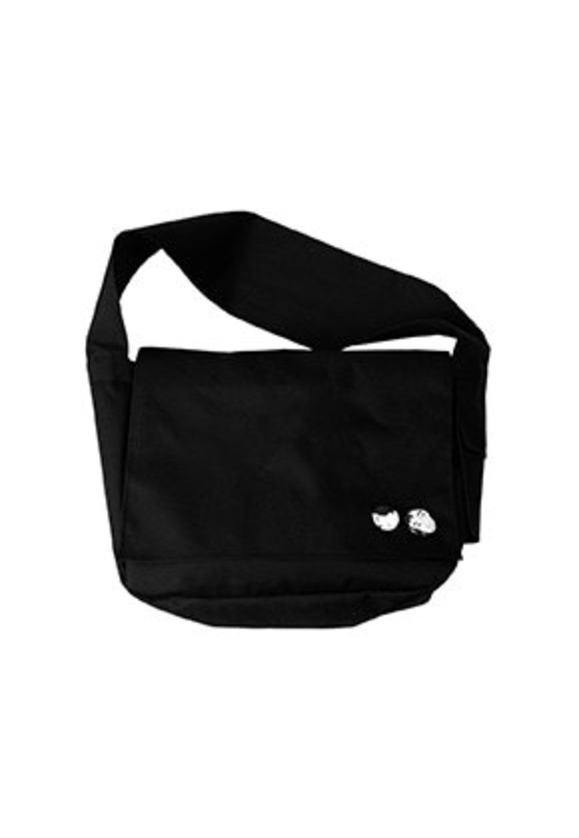AJO BY AJO아조바이아조 Plain Messenger Bag [Black]