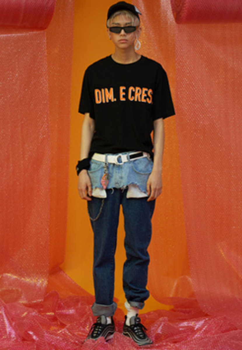 DIM.E.CRES.딤에크레스 DIM. E CRES. BASIC LOGO T-SHIRTS_BLACK