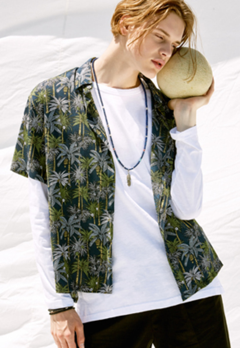 Voiebit브아빗 V431 COCONUT TREE HALF-SHIRT  NAVY
