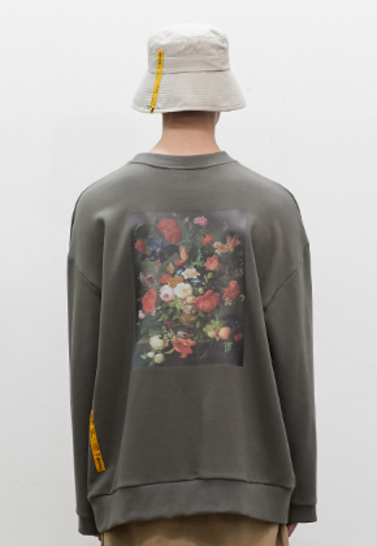 SNACKCULTURE스낵컬쳐 Vase on Flower Oversized Sweatshirt_Khaki