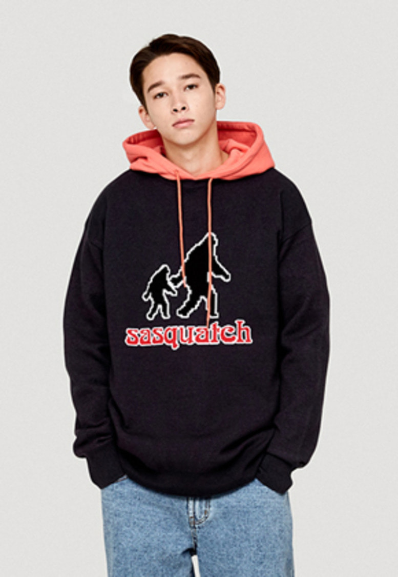 WKNDRS위캔더스 SASQUATCH KNIT CREWNECK (CHARCOAL)
