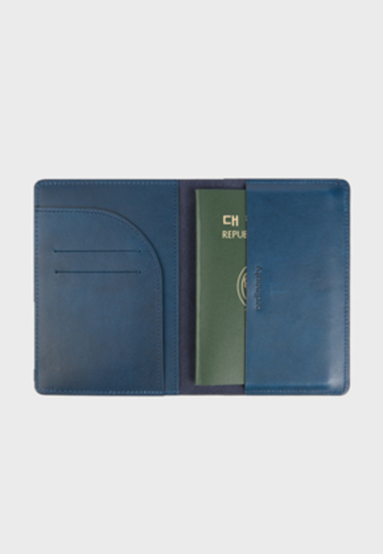Ordinauty오디너티 All in 1 PASSPORT NAVY (Buttero, Italy vegetable leather)