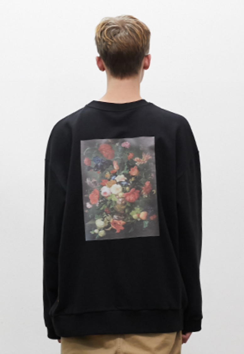 SNACKCULTURE스낵컬쳐 Vase on Flower Oversized Sweatshirt_Black