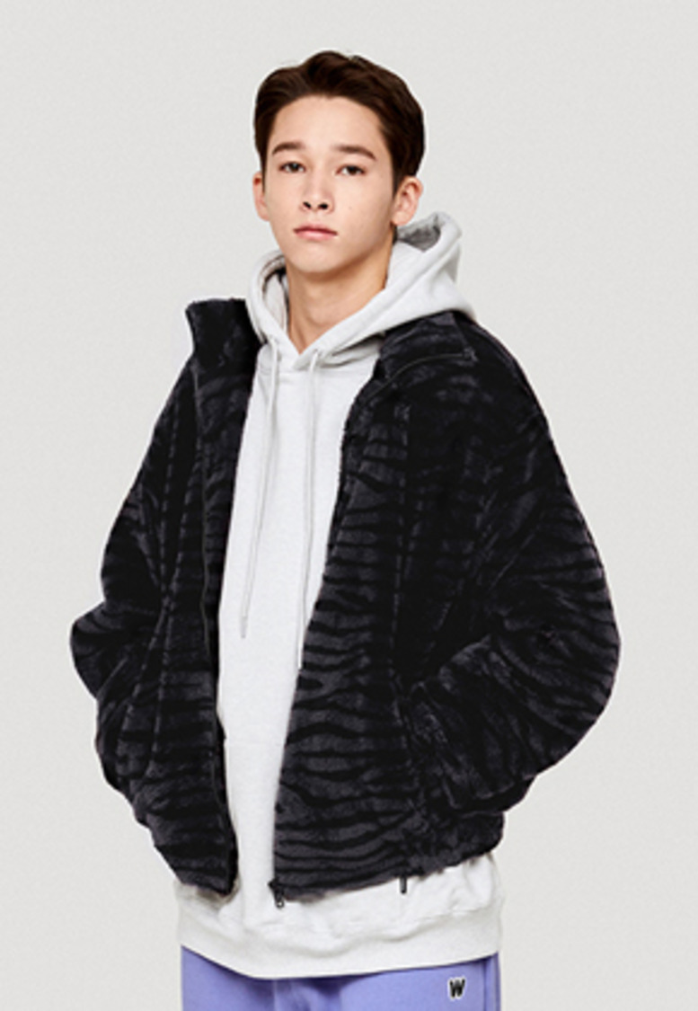 WKNDRS위캔더스 TIGER FUR PATTERN JK (CHARCOAL)