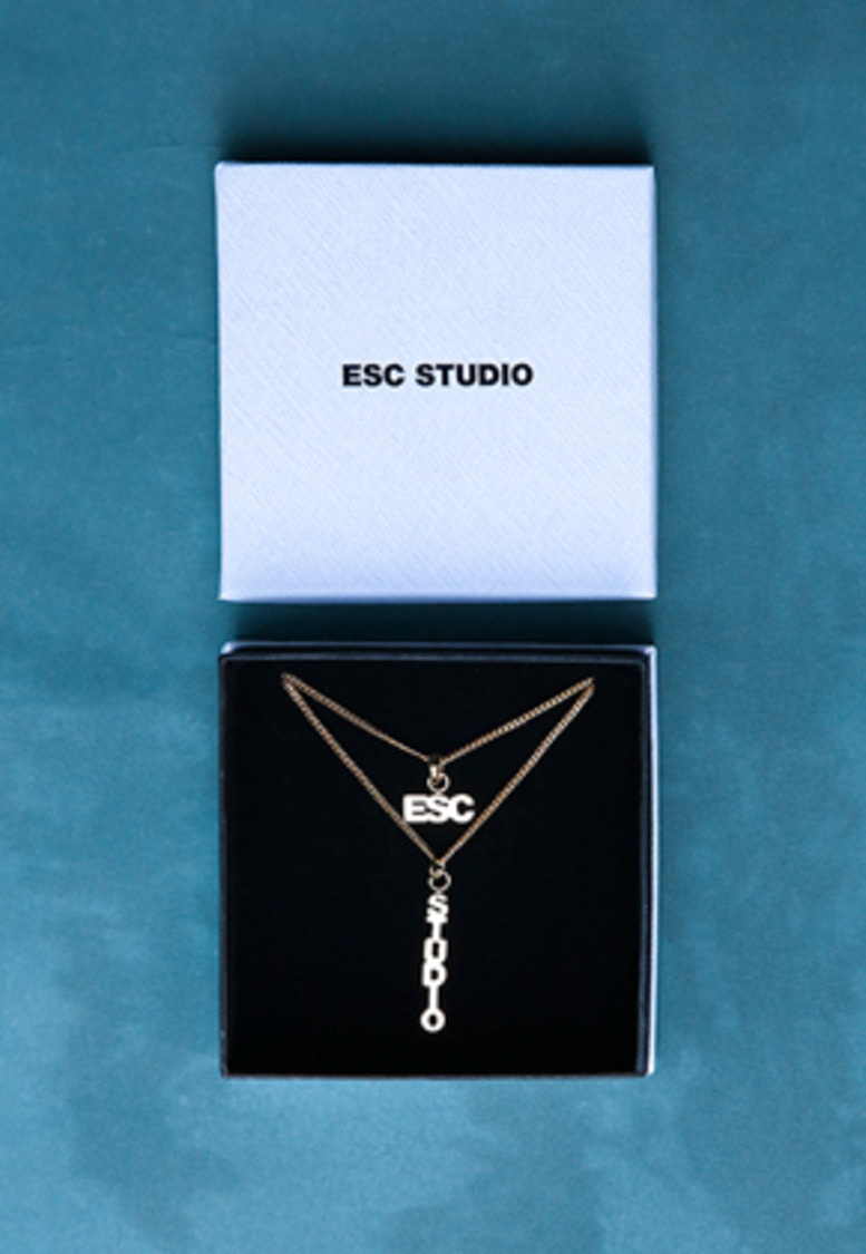 ESC Studio이에스씨스튜디오 ESC necklace (gold)