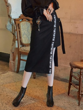 VVV브이브이브이 VVV BLACK LOGO TAPE WRAP SKIRT