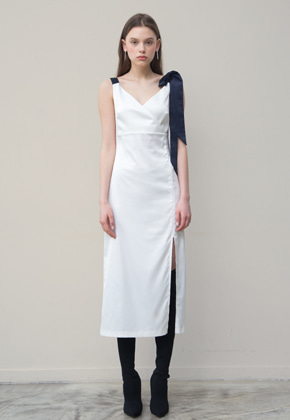 PART OF UNIVERSE파트 오브 유니버스 Fitted Slip Dress (White)