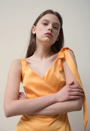 PART OF UNIVERSE파트 오브 유니버스 Fitted Slip Dress (Yellow)