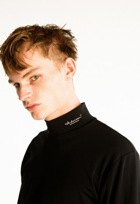 Anderssonbell앤더슨벨 ANDERSSON PRINT TURTLENECK L/S JERSEY atb241m(Black)