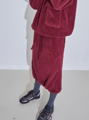 More or Less모어올레스 SHEARING CARGO SKIRT - BURGUNDY