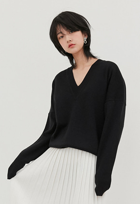 Raye Tog레이토그 BLACK V-NECK CROPPED SWEATER