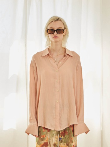 TMO BY 13Month 티엠오 바이 써틴먼스 LOOSE FIT SILKY SHIRT (PEACH)