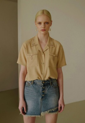Anderssonbell앤더슨벨 (5월 5주차 출고예정) SARAH COLLAR EMBROIDERED SHIRT atb328w(Beige)