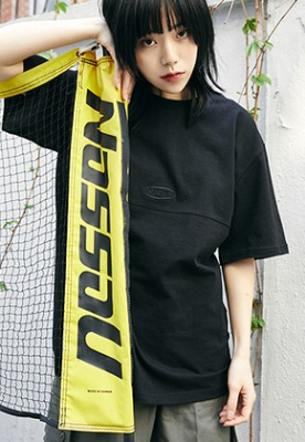 McnChips맥앤칩스 HORIZONTAL LINE TEE BLACK