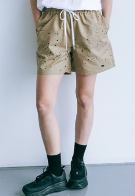 Pig million피그밀리언 [PIGMILLION x DOPAMIN.C] Splash Shorts (BEIGE)