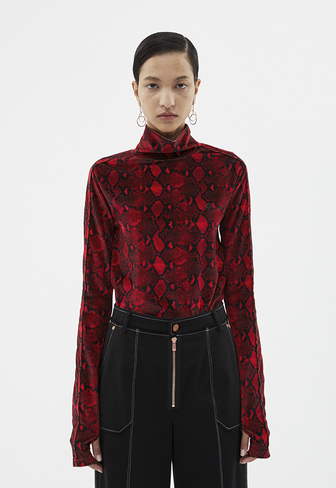 Anderssonbell앤더슨벨 EMBROIDERED VELVET ANIMALPRINT TURTLE NECK atb258w(RED PYTHON)