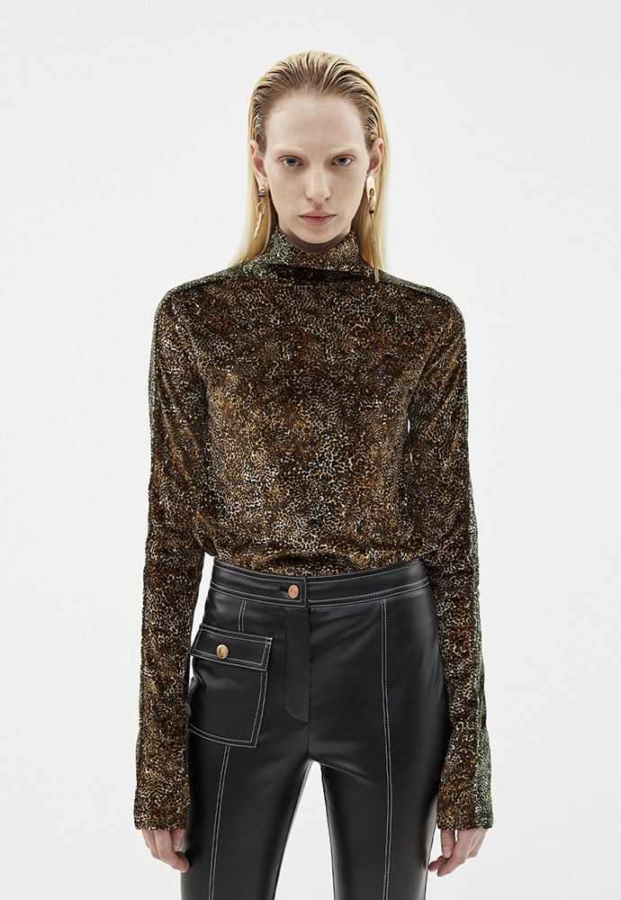 Anderssonbell앤더슨벨 EMBROIDERED VELVET ANIMALPRINT TURTLE NECK atb258w(BROWN CHEETAH)