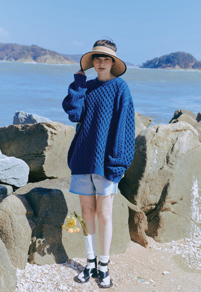ORDINARY PEOPLE오디너리피플 OVERTWIST PATTERN BLUE SWEATER